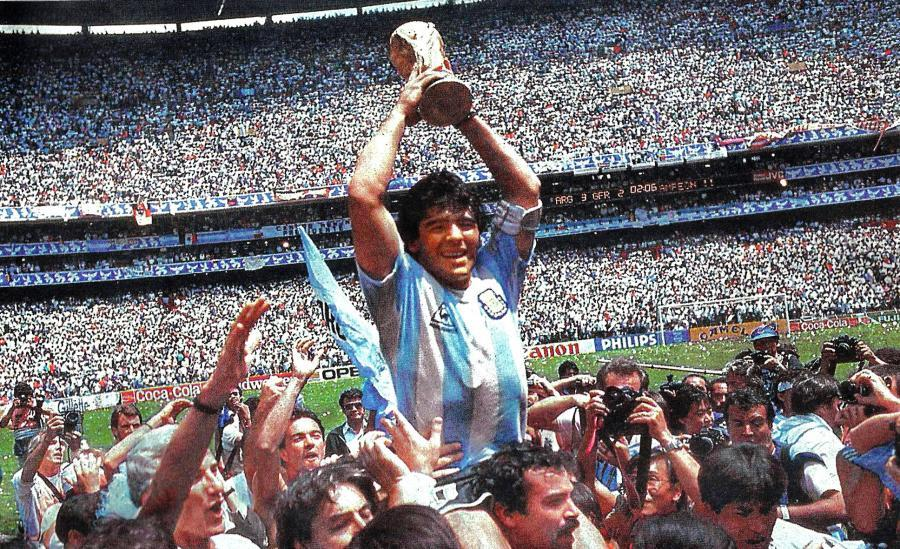I 1986 første Diego Maradona Argentina til en sejr ved verdensmesterskaberne fodbold i Mexico. Danmark deltog for første gang i historien ved samme slutrunde.