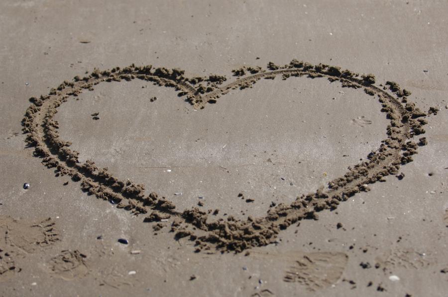 Et hjerte i sandet
